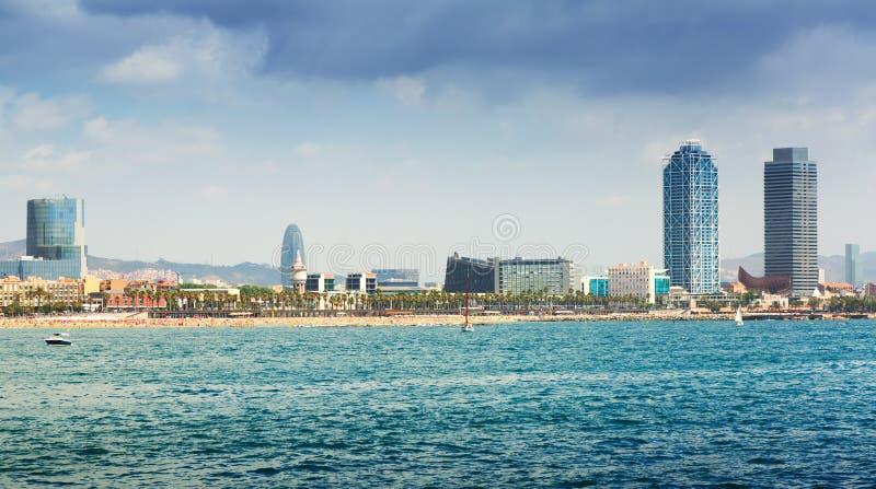 Sikt av Barcelona från medelhavet royaltyfri fotografi