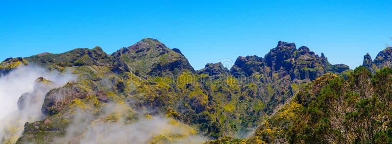Sikt av berg på rutten Encumeada - Boca De Corrida, madeiraö, Portugal, Europa arkivfoto