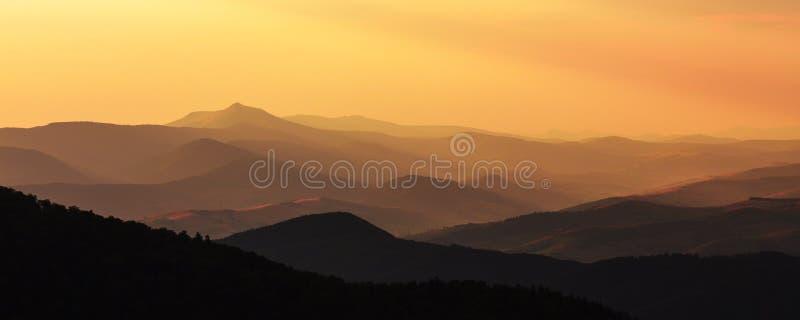 sikt av bergen i Carpathians arkivbild