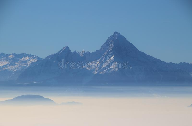 Sikt av berget Watzmann i vinter, med frun och sju barn germany arkivbilder