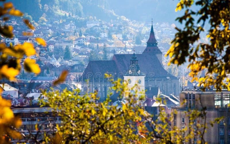 Sikt av Brasov den gamla staden som lokaliseras i den centrala delen av Rumänien fotografering för bildbyråer