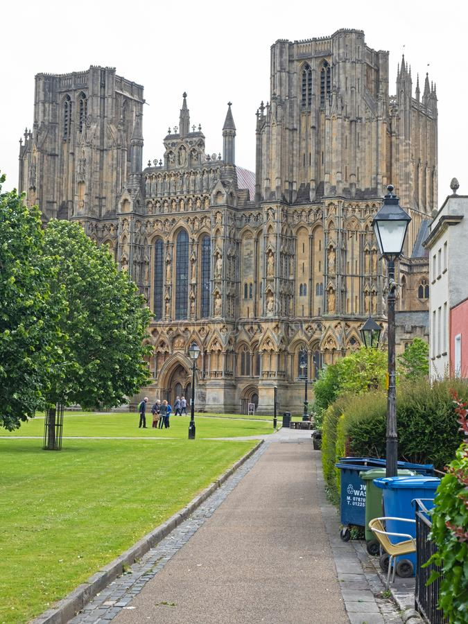 Sikt av brunndomkyrkan i Somerset, England arkivbilder