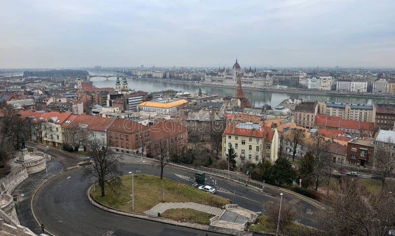 Sikt av Budapest på gryning royaltyfri fotografi