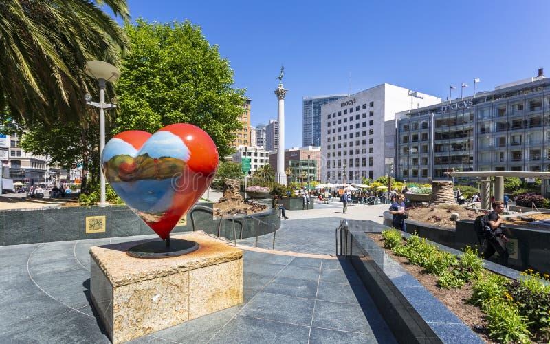Sikt av byggnader och besökare i Union Square, San Francisco, Kalifornien, USA, Nordamerika royaltyfri fotografi
