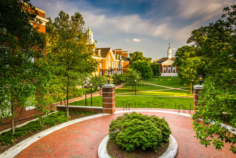 Sikt av byggnader på John Hopkins University i Baltimore, Maryl royaltyfri fotografi