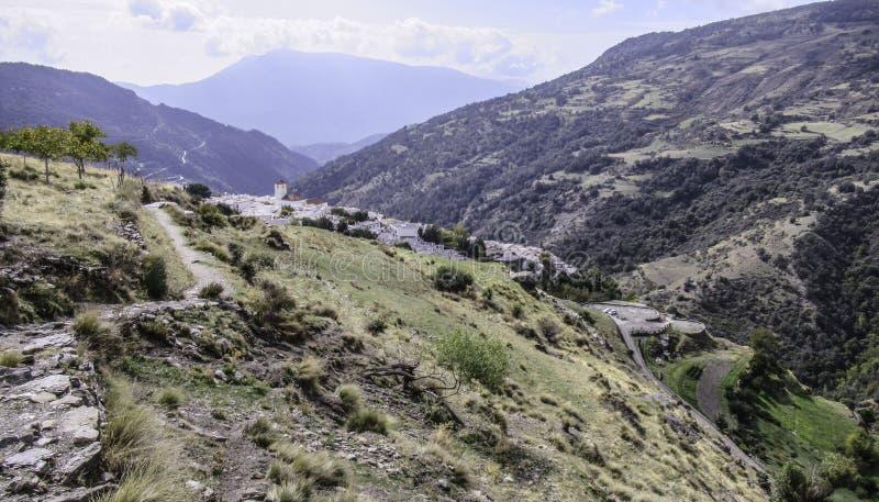 Sikt av byn Capileira, Sierra Nevada, Andalusia, Spanien fotografering för bildbyråer