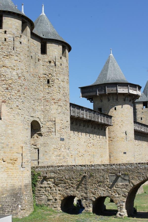 Sikt av carcassonne slottportar royaltyfri fotografi