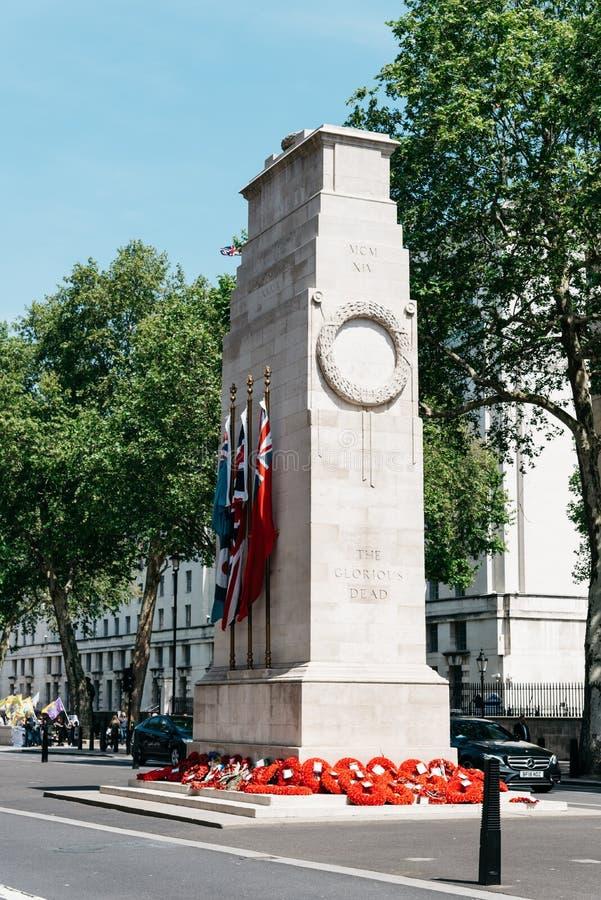 Sikt av cenotafiumminnesmärken i London royaltyfri bild