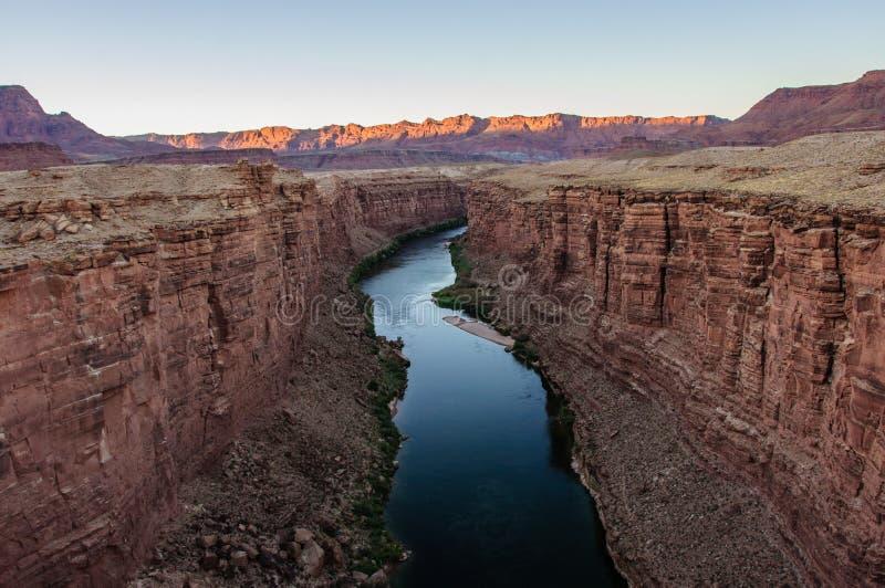 Sikt av Coloradofloden i marmorkanjon från Navajobron arkivbild