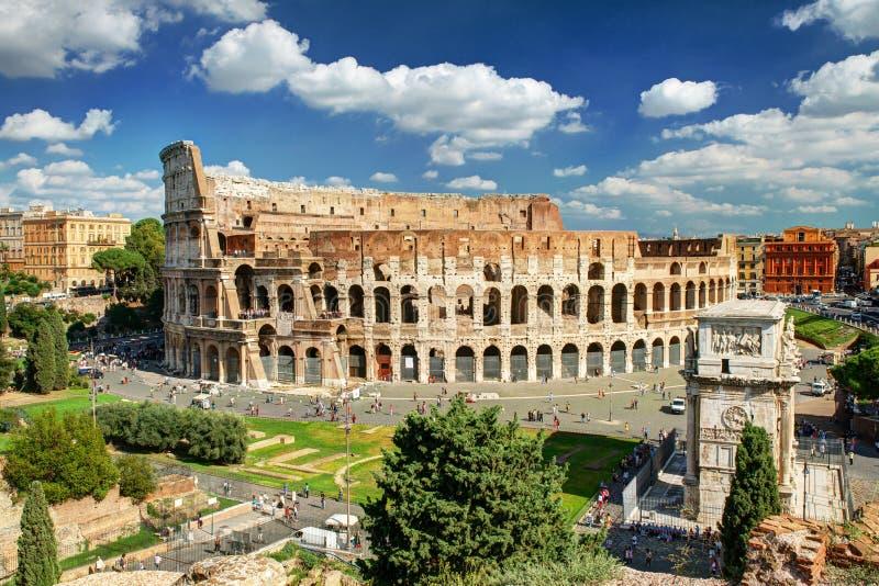 Sikt av Colosseumen i Rome royaltyfri bild
