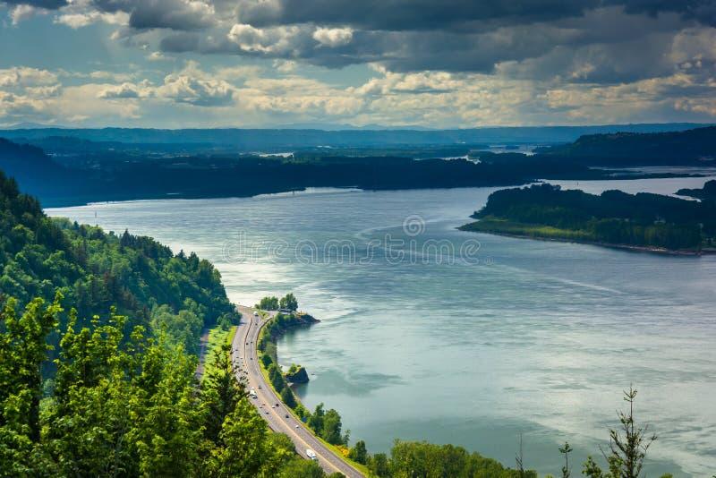 Sikt av Columbiaet River från utsikthuset, på Columbiaen arkivbilder
