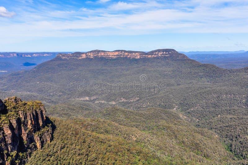 Sikt av de blåa bergen nära Sydney, Australien royaltyfri bild
