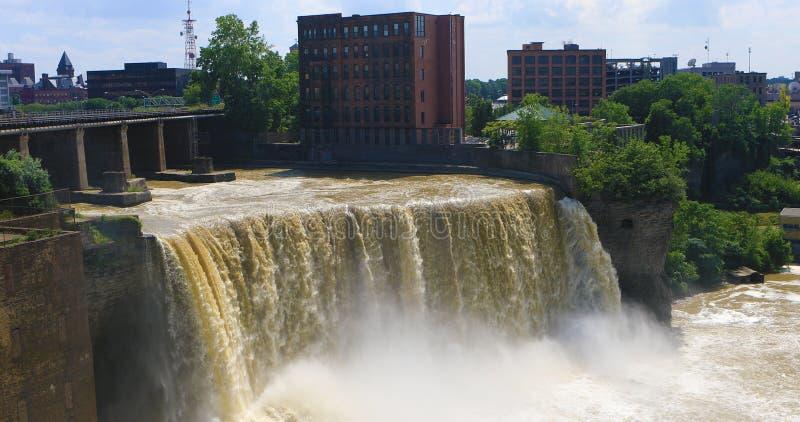 Sikt av de höga nedgångarna på Rochester, New York arkivfoto