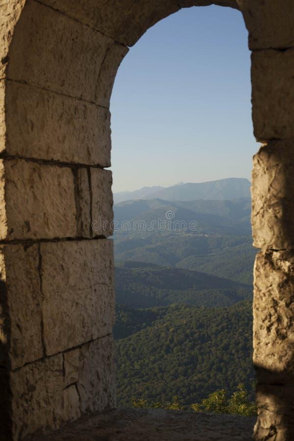 Sikt av de Kaukasus bergen arkivfoton