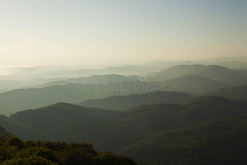 Sikt av de Kaukasus bergen royaltyfri bild
