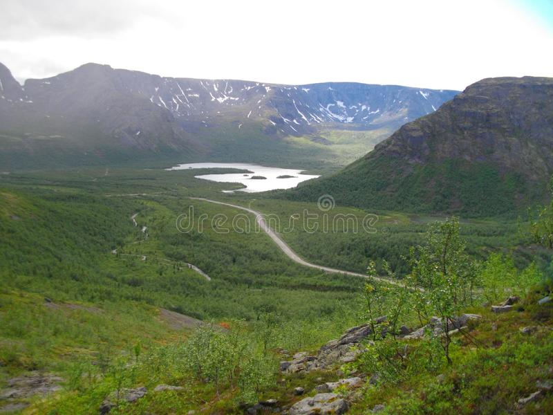 Sikt av de Khibiny bergen på Kola Peninsula av den Murmansk regionen Ryssland arkivbild