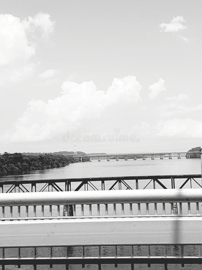 Sikt av de många broarna arkivfoto