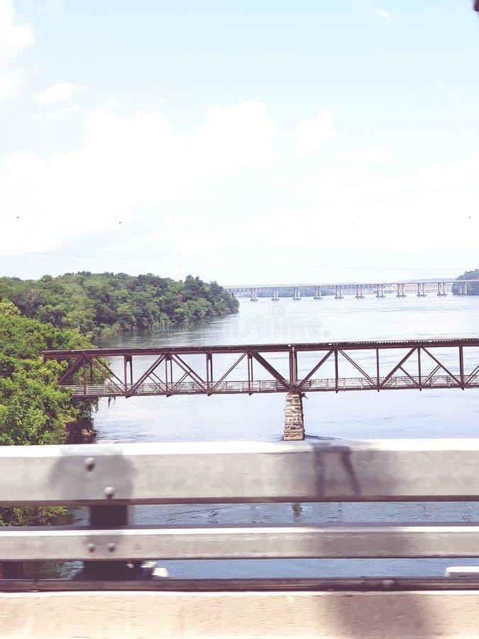 Sikt av de många broarna arkivbild