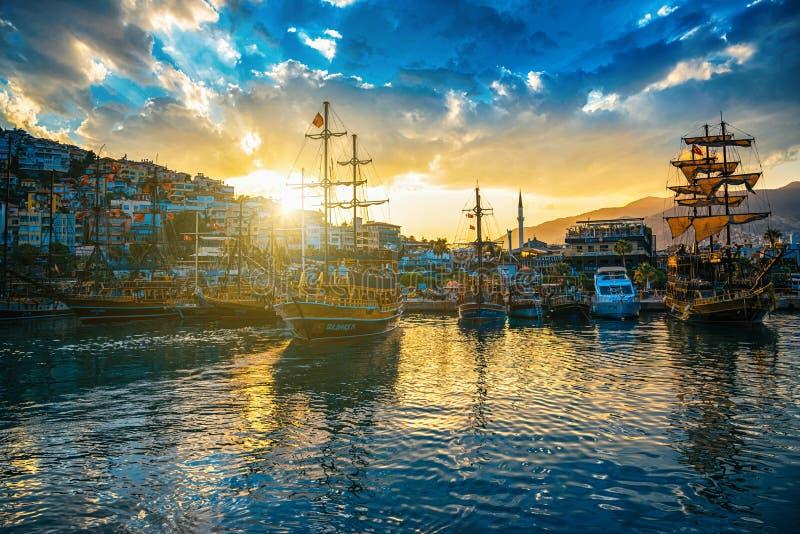 Sikt av den Alanya hamnen royaltyfri fotografi