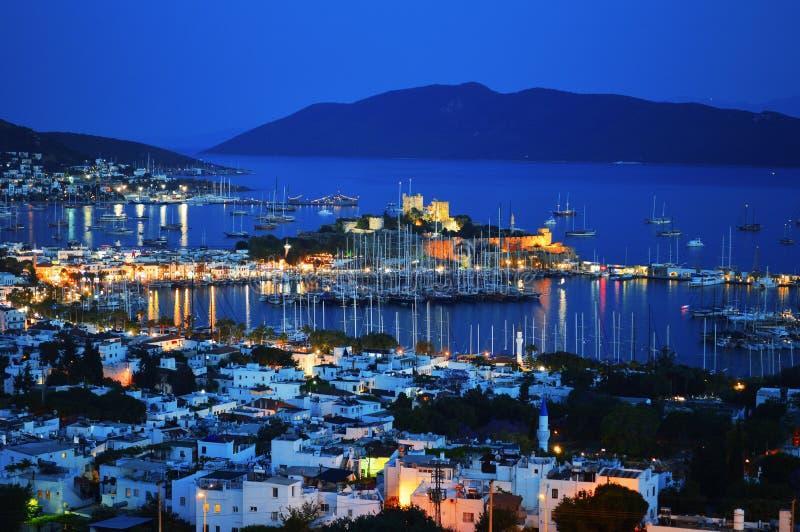 Sikt av den Bodrum hamnen vid natt Turk Riviera arkivfoton