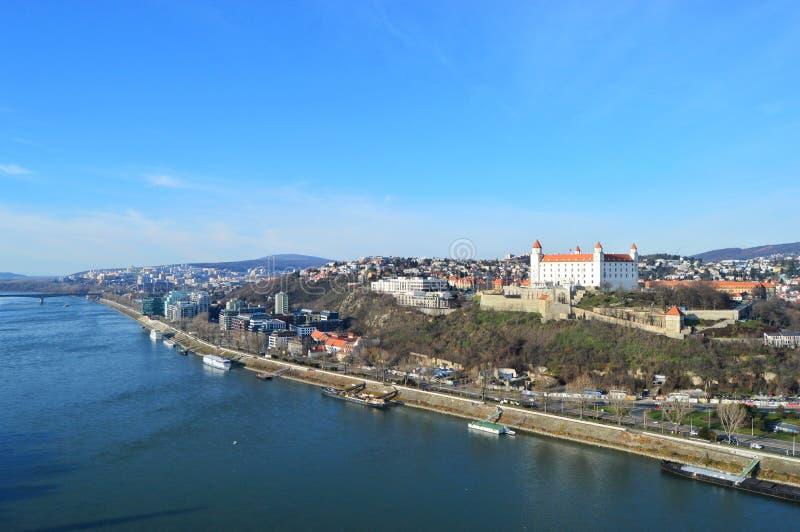 Sikt av den Bratislava slotten arkivfoton