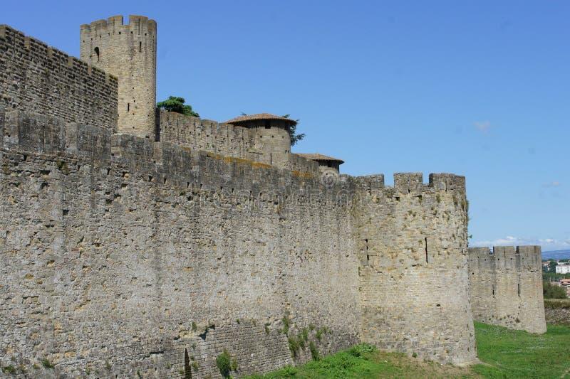 Sikt av den carcassonne slotten att hålla royaltyfria foton