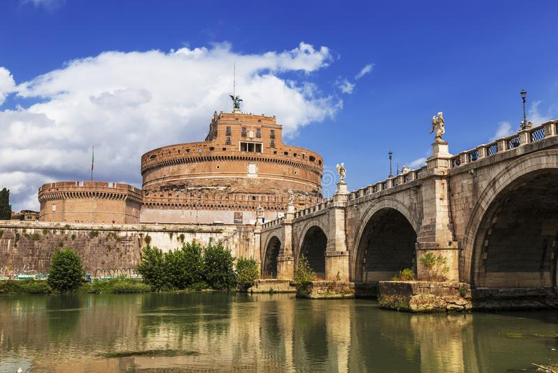 Sikt av den Castel Sant `en angelo eller mausoleet av Hadrian, Rome royaltyfri bild