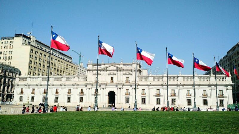Sikt av den chilenska presidentpalatset, La Moneda i Santiago - Chile arkivfoton