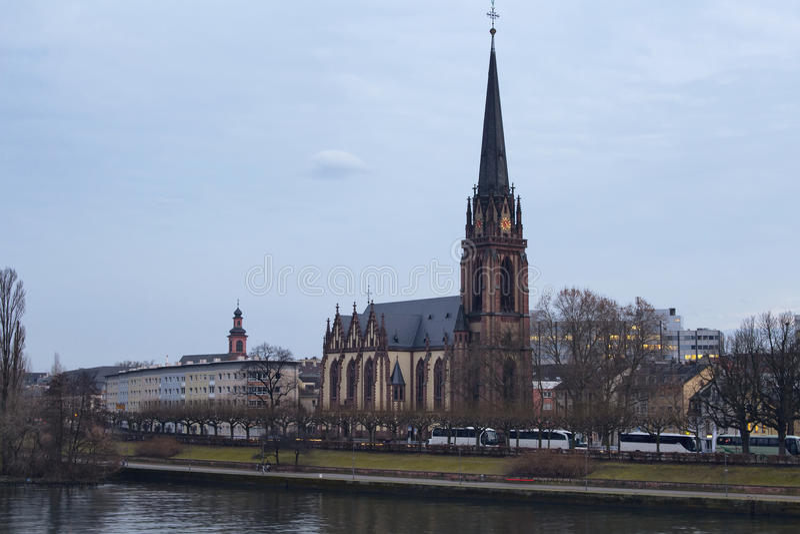 Sikt av den Dreikonigskirche protestantkyrkan royaltyfria foton