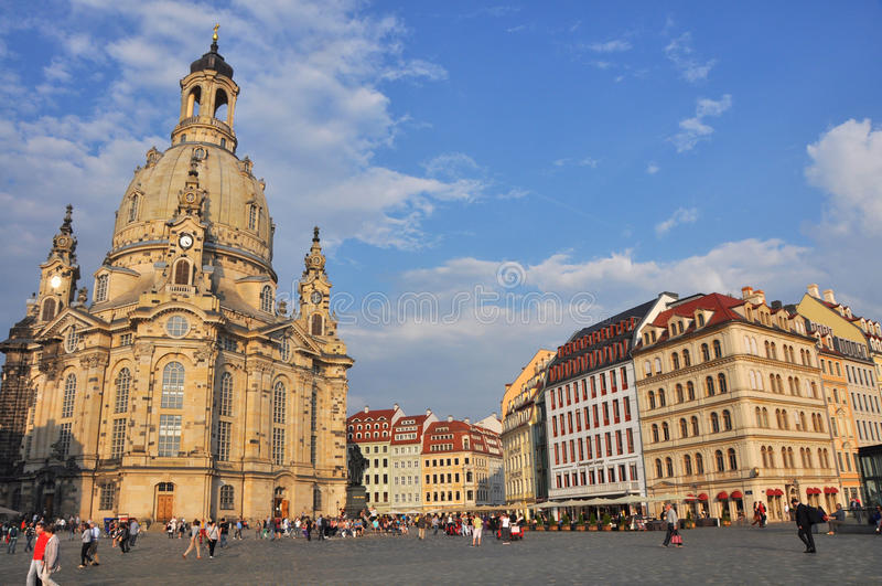 Sikt av den Dresden staden med Frauenkirche royaltyfri fotografi