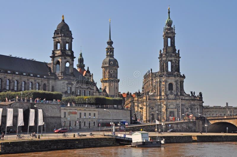 Sikt av den Dresden staden med Hofkirche royaltyfria foton