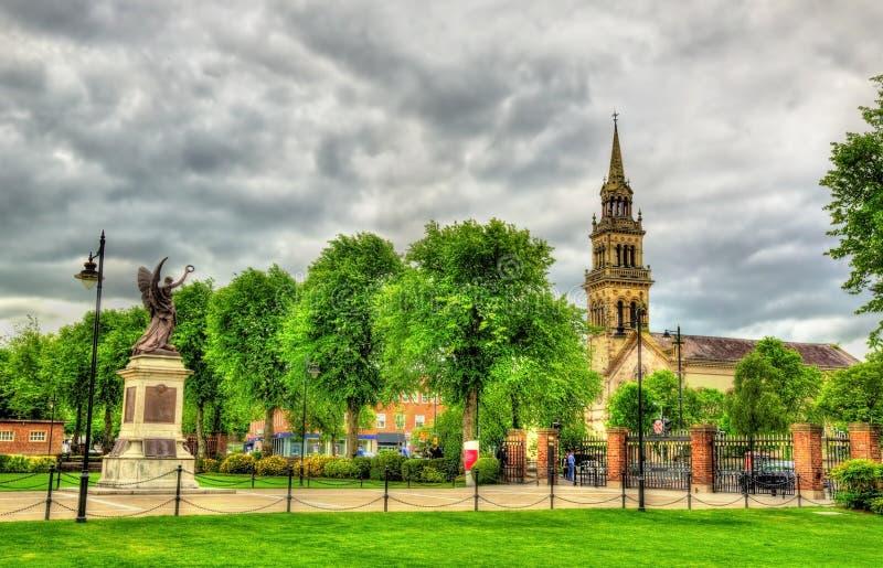 Sikt av den Elmwood kyrkan från drottnings universitet av Belfast arkivbilder