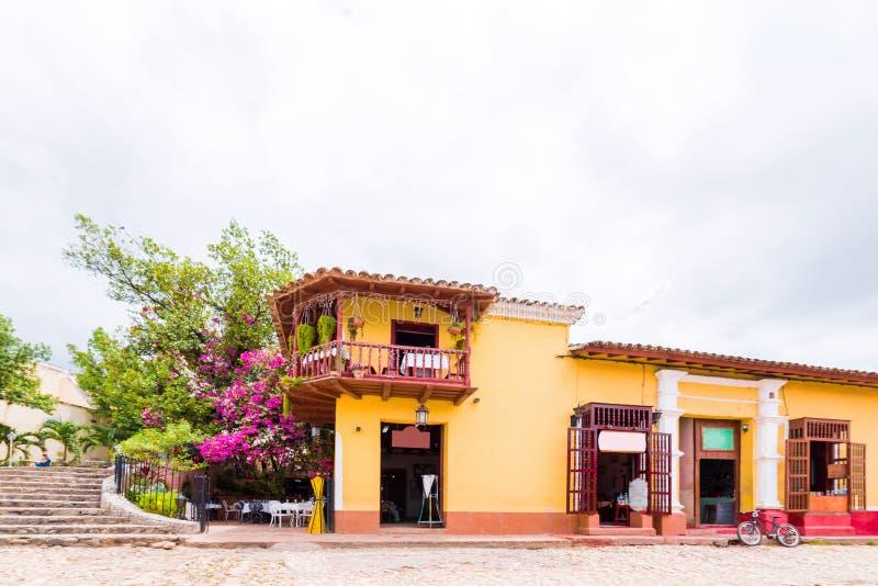 Sikt av den färgrika byggnaden, Trinidad, Sancti Spiritus, Kuba Kopiera utrymme för text royaltyfri fotografi