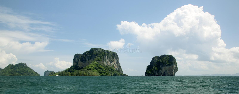 Sikt av den fega ön och Koh Poda ö och Koh Ma Tang Ming Island, det Andaman havet, Krabi landskap, Thailand royaltyfria bilder