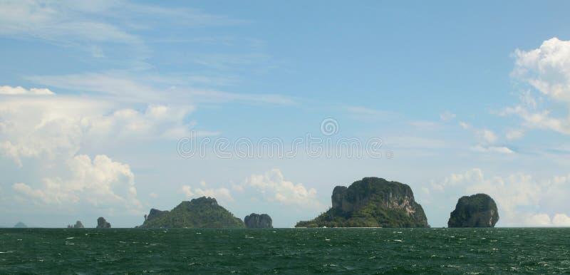 Sikt av den fega ön och Koh Poda ö och Koh Ma Tang Ming Island, det Andaman havet, Krabi landskap, Thailand royaltyfri bild