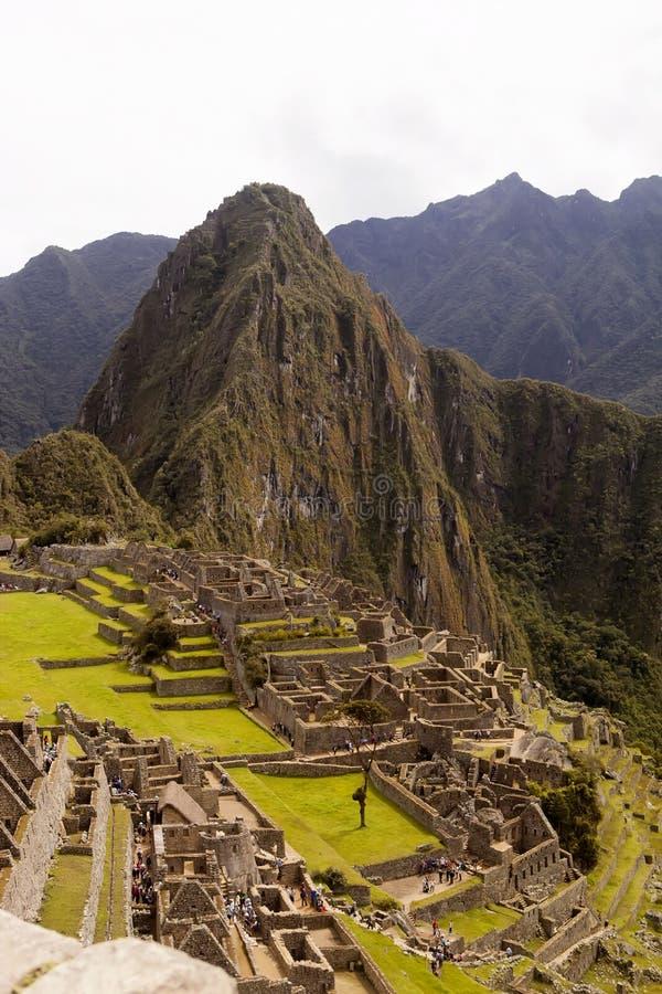 Sikt av den forntida Inca City av Machu Picchu, Peru arkivbilder