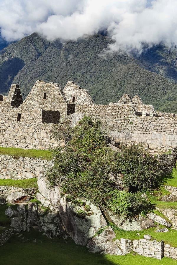 Sikt av den forntida Inca City av Machu Picchu royaltyfria bilder
