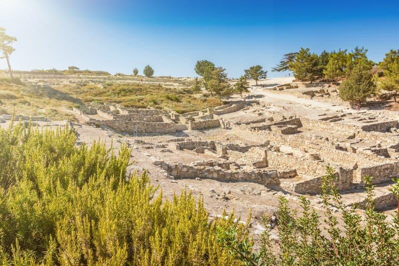 Sikt av den forntida staden av den Kamiros ön av Rhodes, Grekland royaltyfri fotografi