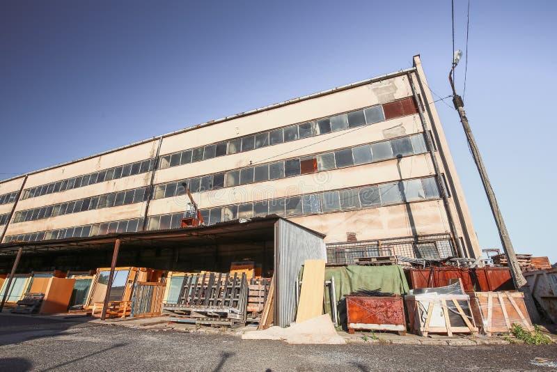 Download Sikt Av Den Gamla Kommunistiska Fabriken I Polen Fotografering för Bildbyråer - Bild av bygger, fördärvar: 76702767