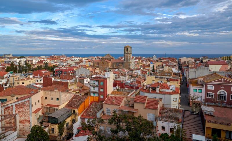 Sikt av den gamla spanska staden Malgrat de Fördärva från kullen royaltyfri foto