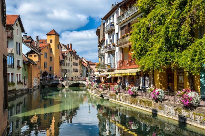 Sikt av den gamla staden av Annecy france royaltyfria bilder