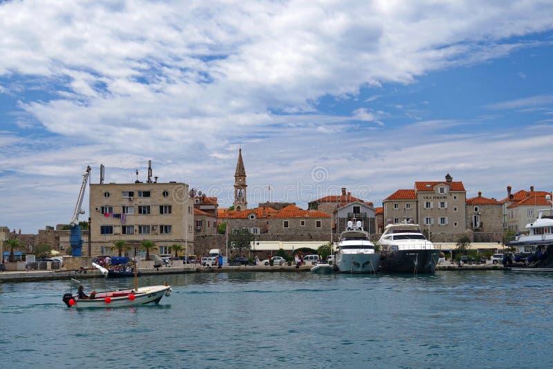 Sikt av den gamla staden i Budva, Montenegro royaltyfri bild