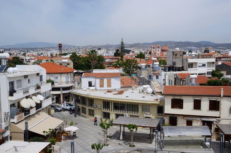 Sikt av den gamla staden Limassol från det medeltida slotttaket, Cypern royaltyfri foto