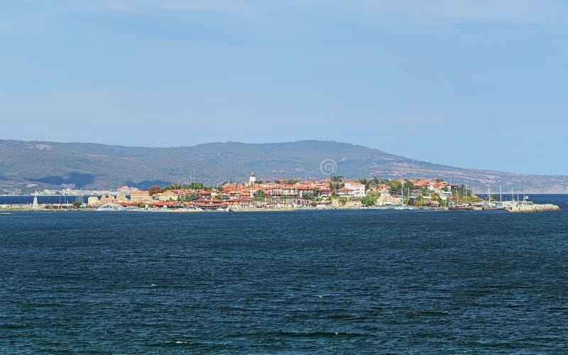 Sikt av den gamla staden av Nessebar från havet, Bulgarien royaltyfri fotografi