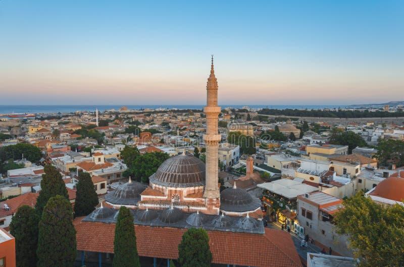 Sikt av den gamla staden och den Suleymaniye moskén i aftonen royaltyfria bilder