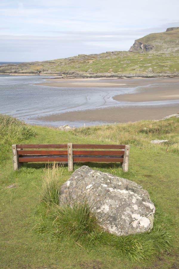 Sikt av den Glencolumbkille stranden i Donegal royaltyfri foto