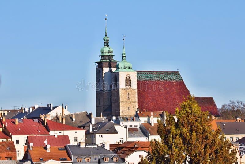 Sikt av den gotiska kyrkan av St James, Jihlava Tjeckien arkivbild