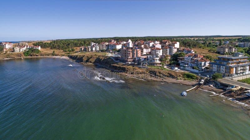 Sikt av den härliga liten stadsemesterorten på Blacket Sea från över arkivfoto
