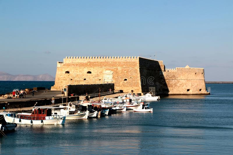 Sikt av den Heraklion hamnen från det gamla venetian fortet Koule, Kreta, Grekland fotografering för bildbyråer