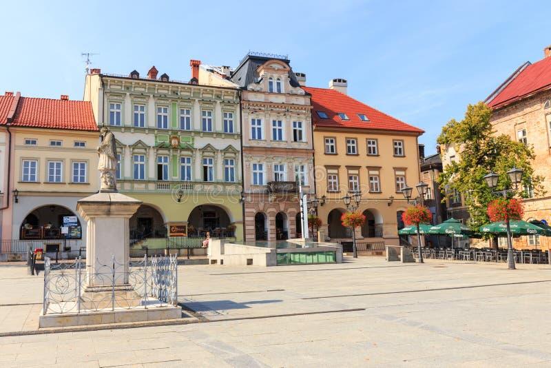 Sikt av den historiska delen av Bielsko Biala i sommaren, solig dag royaltyfri fotografi